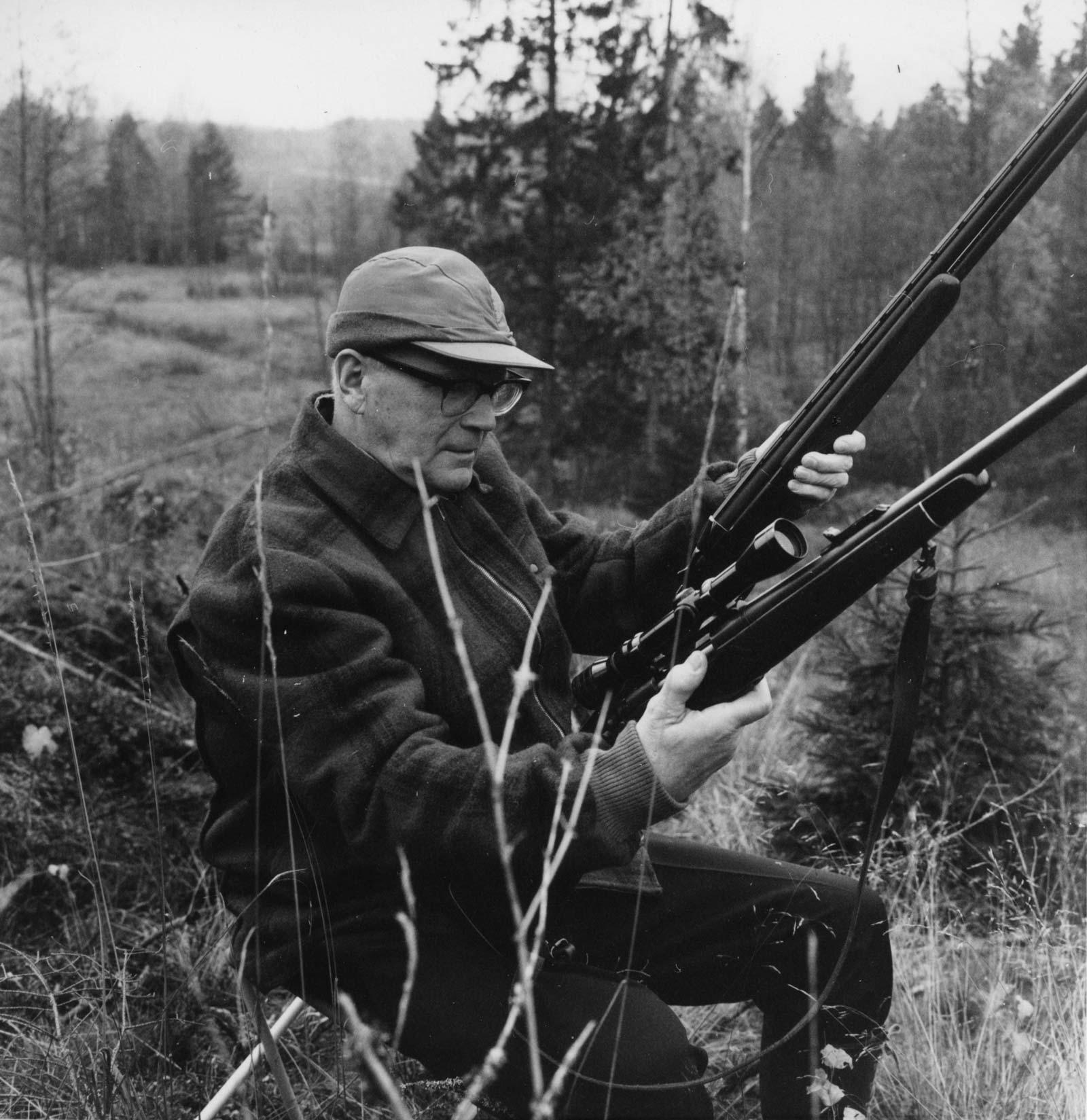 Maa- ja metsätalousministeriö, Kala- ja riistaosaston kokoelmaan kuuluu tietysti kuva presidentti Kekkosesta.