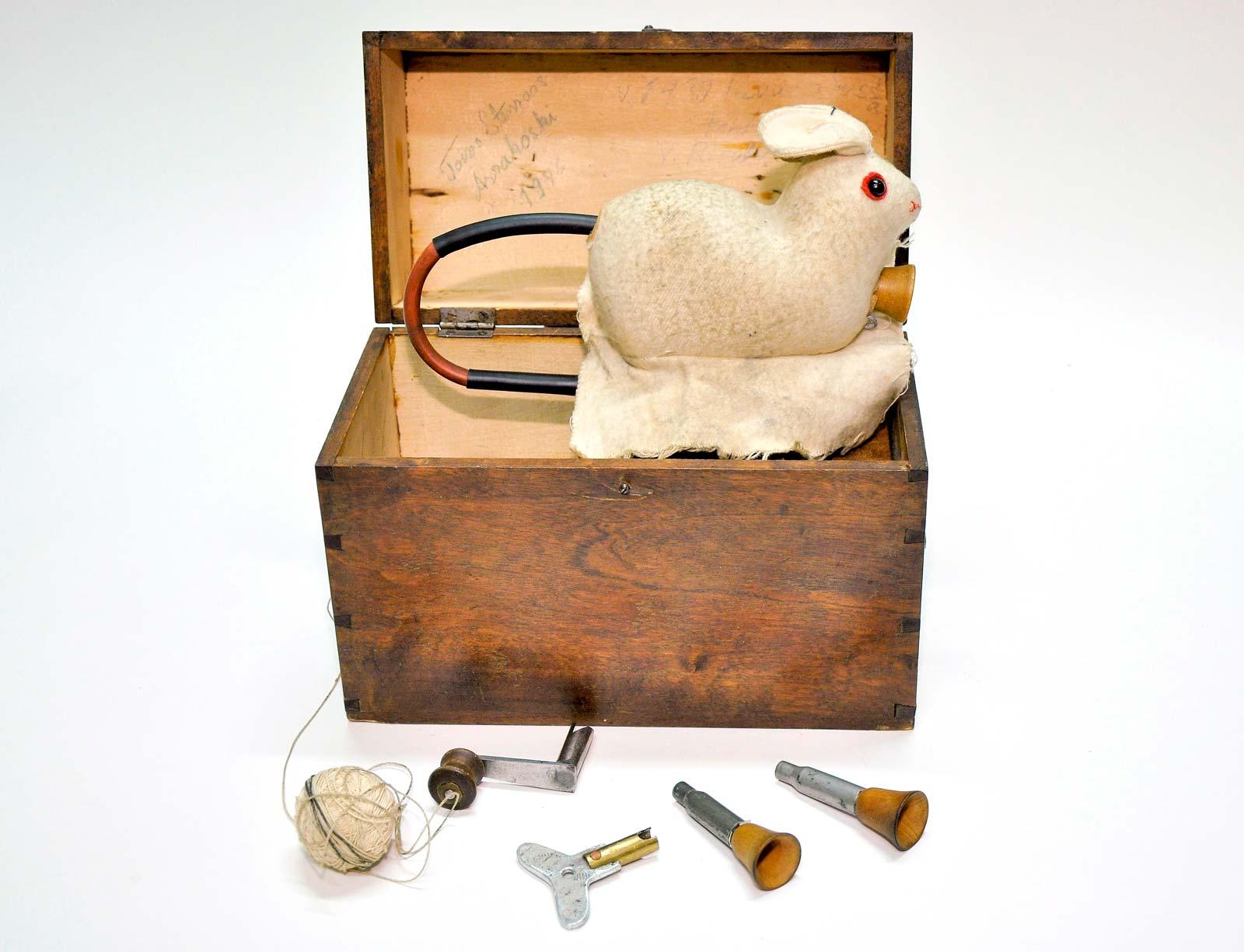 Liikkuva ja ääntelevä ketunhoukutuskuva. Valmistanut V. Risula Padasjoella 1930-luvun alussa.